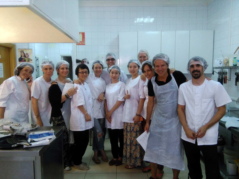 13 profesores de todo el mundo finalizan en la uemc un for Profesores en el extranjero